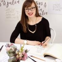 Julia Broughton : Lettering Artist